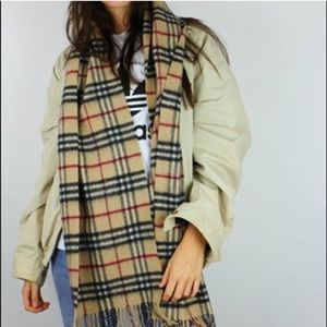 Authentic Burberry 100% lambs wool scarf novacheck